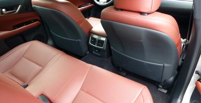 Lexus GS 450h 03 Driving-Dutchman