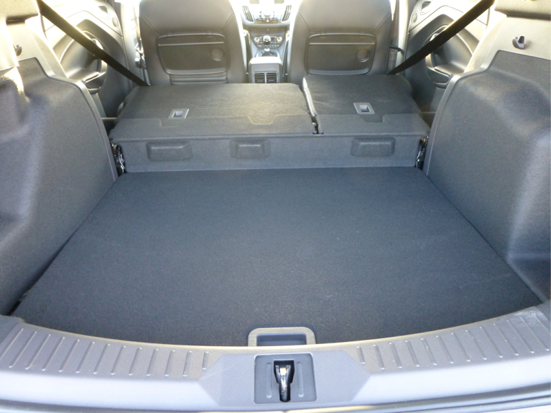 Autotest ford kuga 1 6 ecoboost 150 pk titanium 2wd for Interieur nederland