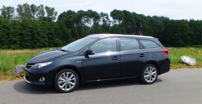 autotest toyota auris hybrid touring sports. Black Bedroom Furniture Sets. Home Design Ideas