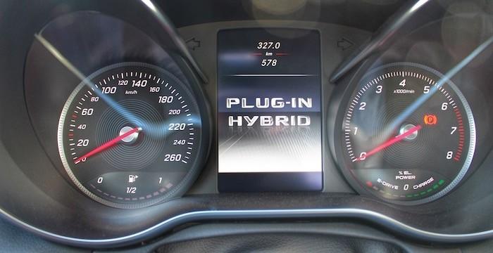 Mercedes-Benz-C-350-e-DrivingDutchman-Cockpit