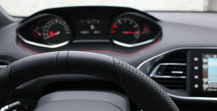 Peugeot-308-SW-GT-line-1.2-benzine-of-GT-2.0-diesel-DrivingDutchman-stuur