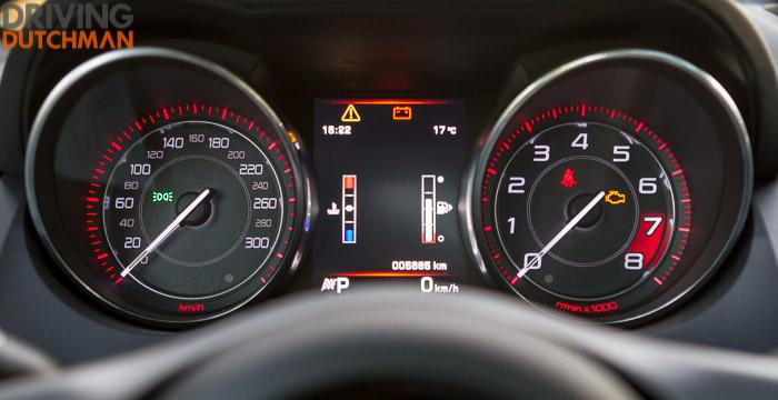 Autotest-Jaguar-F-Type-Coupé-cockpit-DrivingDutchman