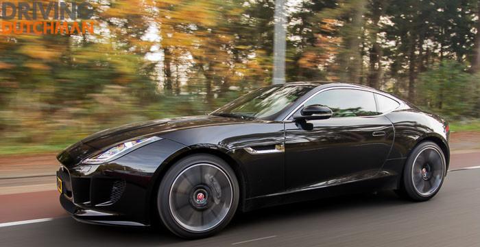 Autotest-Jaguar-F-Type-Coupé-zijkant-rijdend