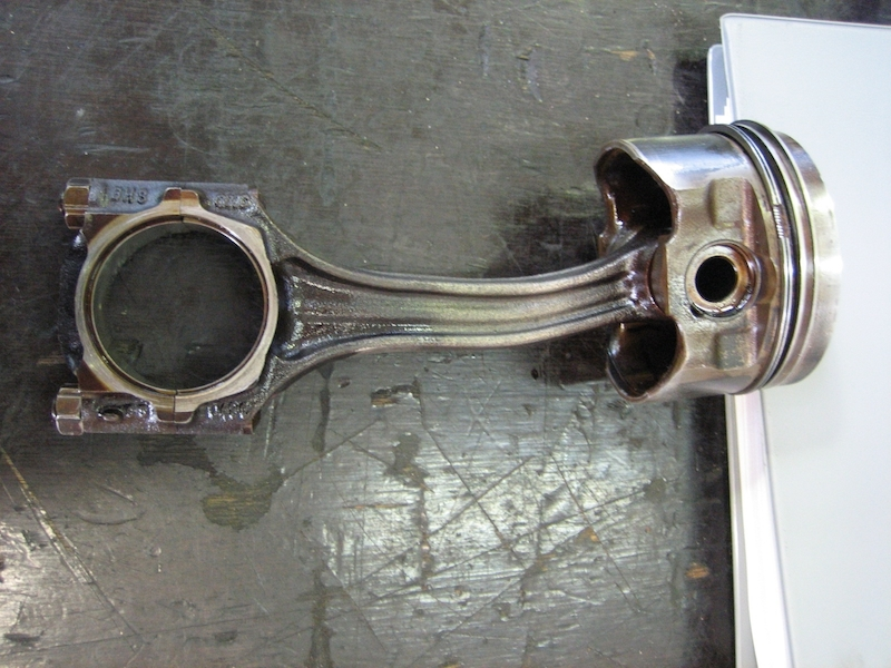 Bent_connecting_rod_2