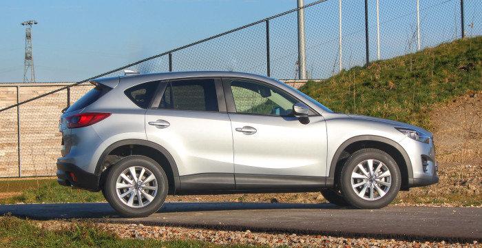 Mazda-CX-5-Skyactiv-D-DrivingDutchman-achter-zijkant