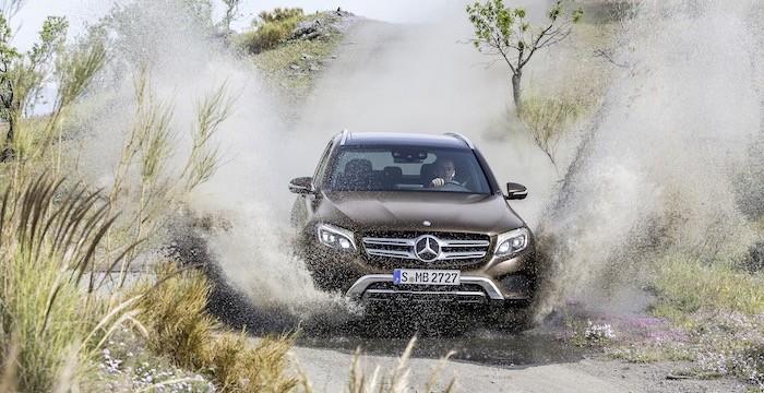 Mercedes-Benz GLC Geländewagen SUV Driving-Dutchman