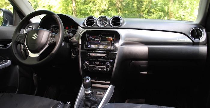 Suzuki Vitara interieur Driving-Dutchman