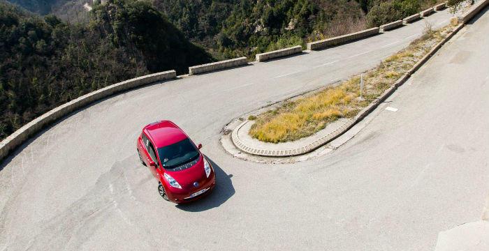 de-rally-van-monte-carlo-met-een-elektrische-nissan-leaf-is-vette-shit1