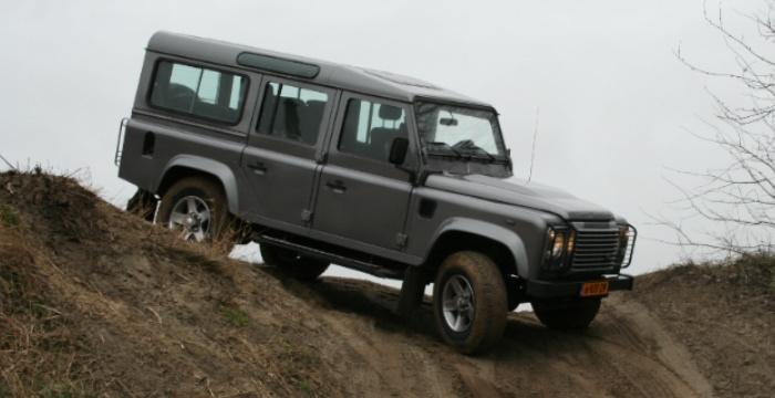 LandRover-Defender-DrivingDutchman