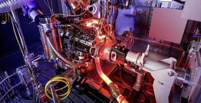 Mercedes-Benz-4-liter-V8-biturbomotor-AMG-G_2