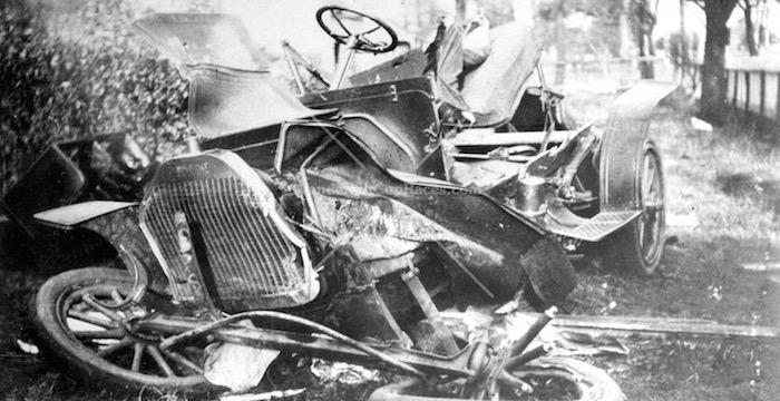 Eerste auto-ongeluk ooit Driving-Dutchman