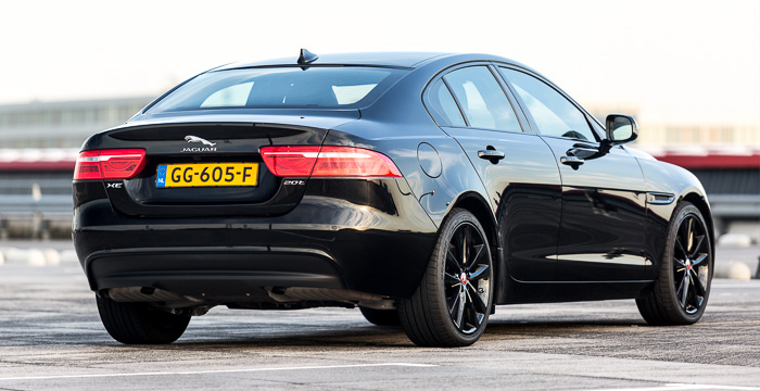 Jaguar XE 04 Driving-utchman