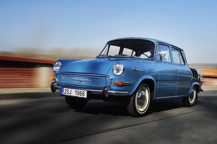 Skoda 50 jaar geleden 1000 MB van voor naar achter Driving-Dutchman