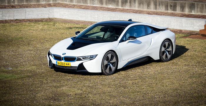 De zeven meest indrukwekkende hybride sportwagens van 2015 BMW i8 Driving-Dutchman