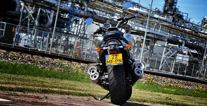 Yamaha VMAX vs Ducati Diavel Carbon 4