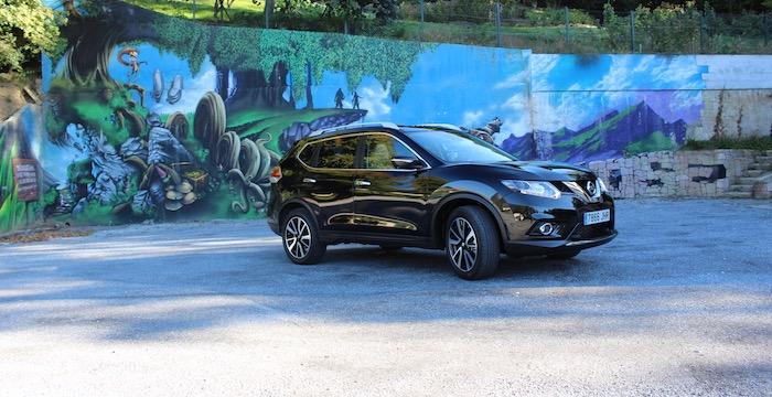 Nissan Carnival XTRAIL Driving-Dutchman