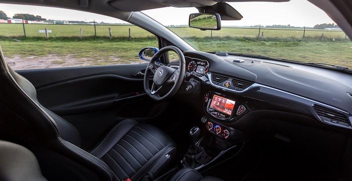 Opel Corsa OPC, het mooiste meisje van de klas Driving-Dutchman