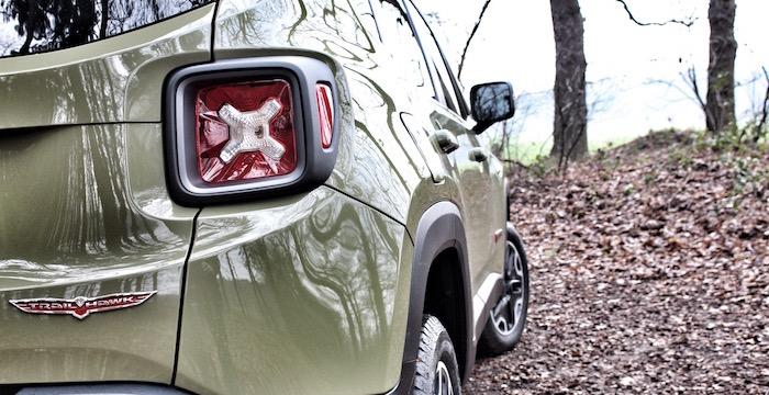 Jeep Renegade Trailhawk Driving-Dutchman achter zij