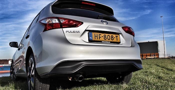 Nissan Pulsar GT achter Driving-Dutchman