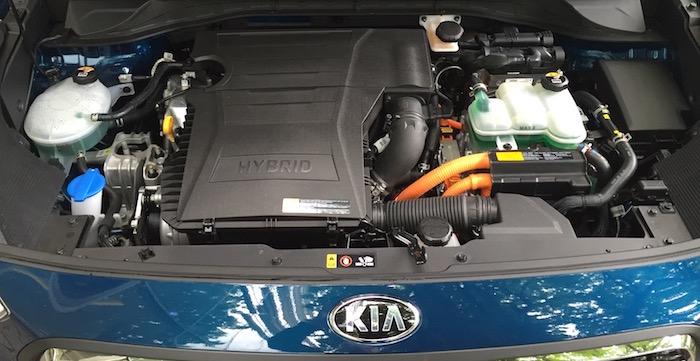 Kia Niro crossover motor Driving-Dutchman