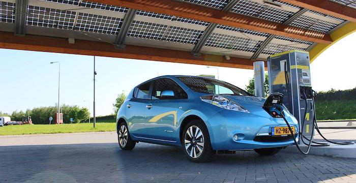 Nissan Leaf Driving-Dutchman voorzijde
