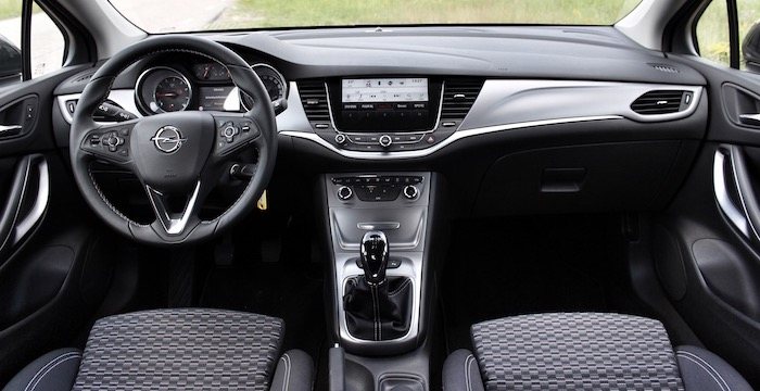 Opel Astra Sports Tourer dashboard - Driving-Dutchman