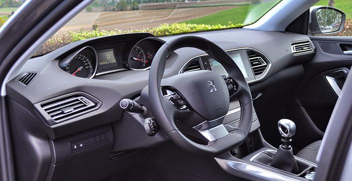 Peugeot 308 met driecilinder frivool, lichtvoetig en scherp 9