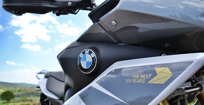 Review Triumph Tiger, Honda Africa Twin, BMW S 1000 en Suzuki V-Strom 9