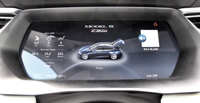 Tesla Model S P90D computer op wielen met raketaspiraties cockpit Driving-Dutchman