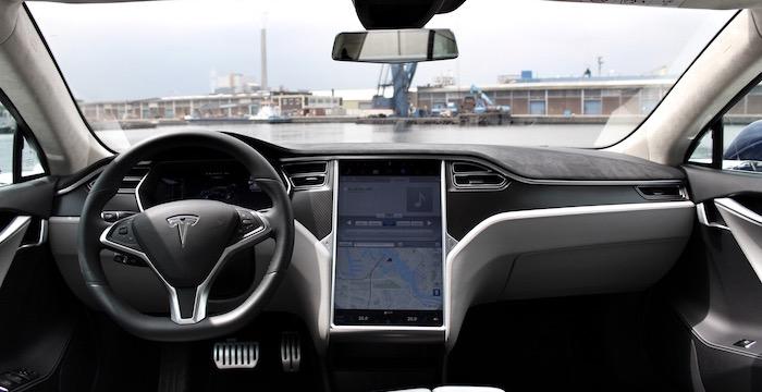Tesla Model S P90D computer op wielen met raketaspiraties dashboard Driving-Dutchman