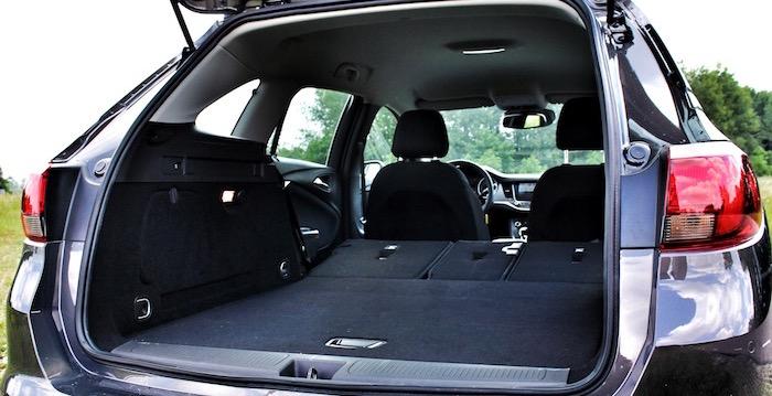 Verdient de Opel Astra titel Auto van het Jaar - bagageruimte Driving-Dutchman
