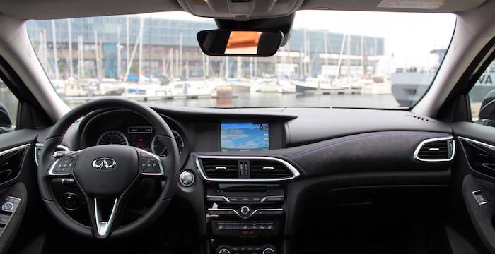 Infiniti Q30 voor de mens die iets anders wil dashboard Driving-Dutchman
