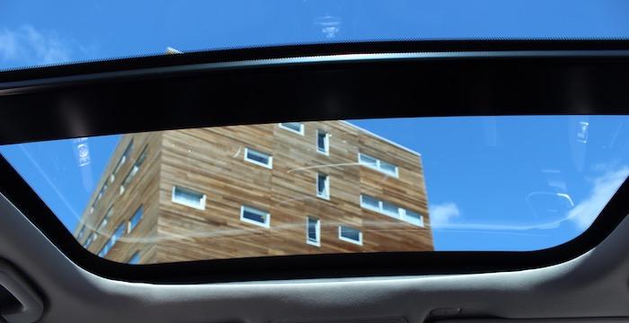 Infiniti Q30 voor de mens die iets anders wil panoramadak Driving-Dutchman