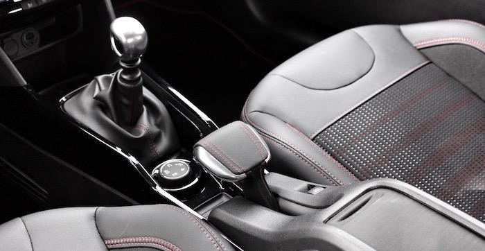Peugeot 2008 GT-Line middenconsole Driving-Dutchman