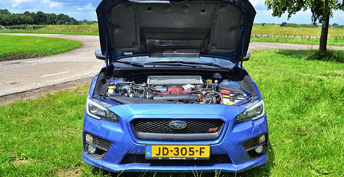 Subaru WRX STI raceauto voor op de weg 6