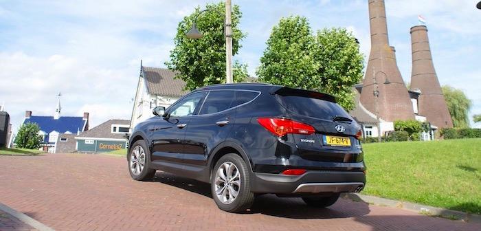Hyundai Santa Fe gemaakt voor de snelweg Driving-Dutchman