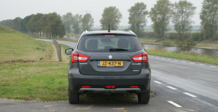 suzuki-s-cross-is-een-echte-no-nonsens-crossover_driving-dutchman-4