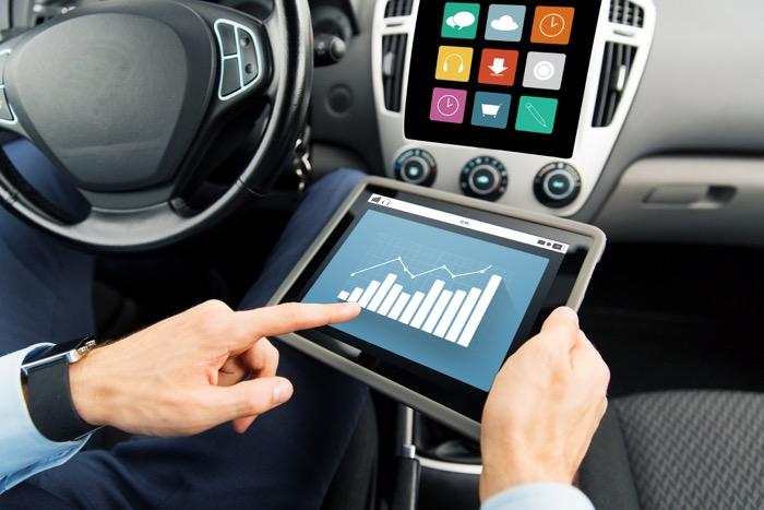 Moderne elektronica in auto's biedt kansen voor hackers Driving-Dutchman